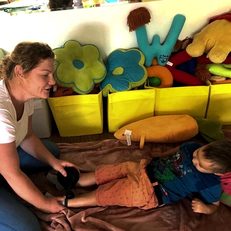 Masaż Masażer Theragun Kończyna Dolna Terapia U Dzieci