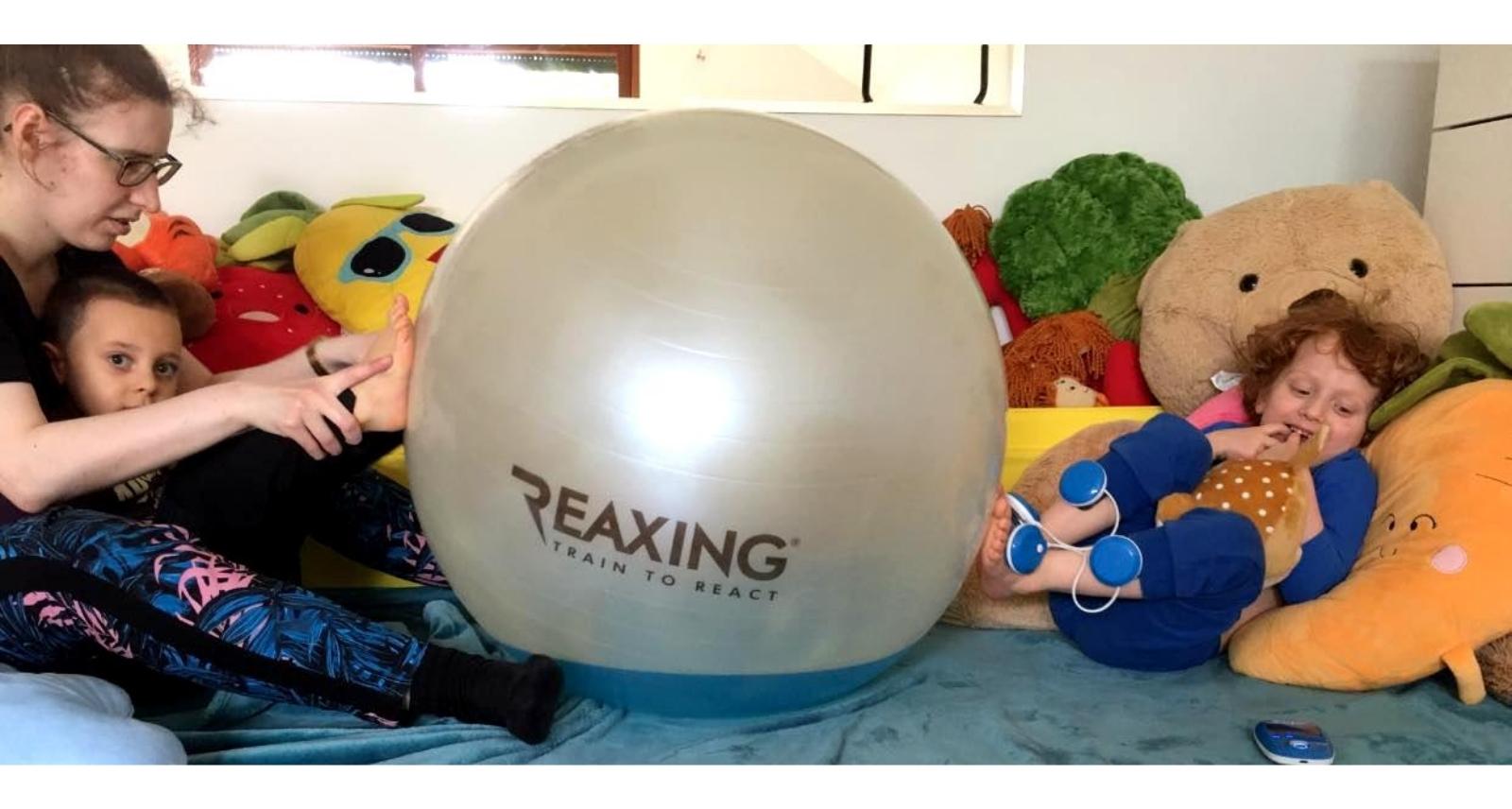 Terapia Dzieci Z Wykorzystaniem Pilki Reax Fluiball O Srednicy 65cm
