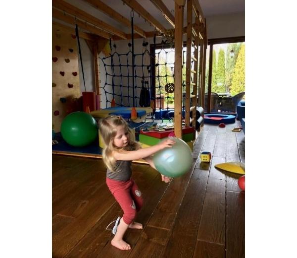 Terapia Z Pilka Reax Fluiball Fizjoterapia Dziecieca Pilki Neuro Dynamiczne